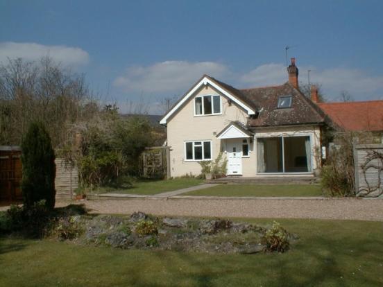 3 Bedroom Detatched Cottage, Egham
