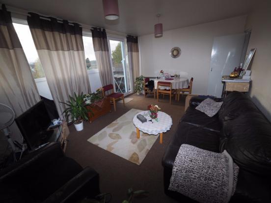 3 Bedroom Split-Level Flat, Egham