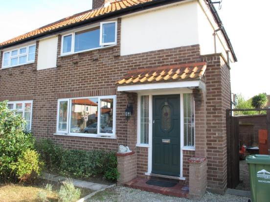 2 Bedroom Semi-Detatched House, Staines